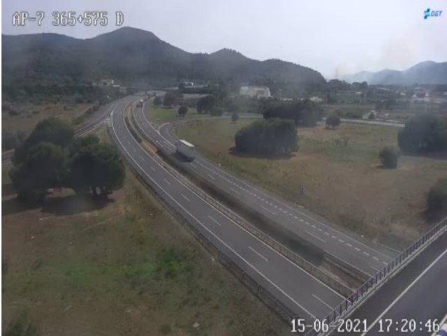 Tancada l'AP-7 direcció Barcelona a causa de l'incendi