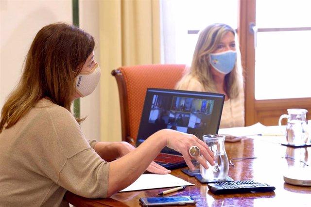 La presidenta del Govern, Francina Armengol, y la consellera de Salud, Patricia Gómez.