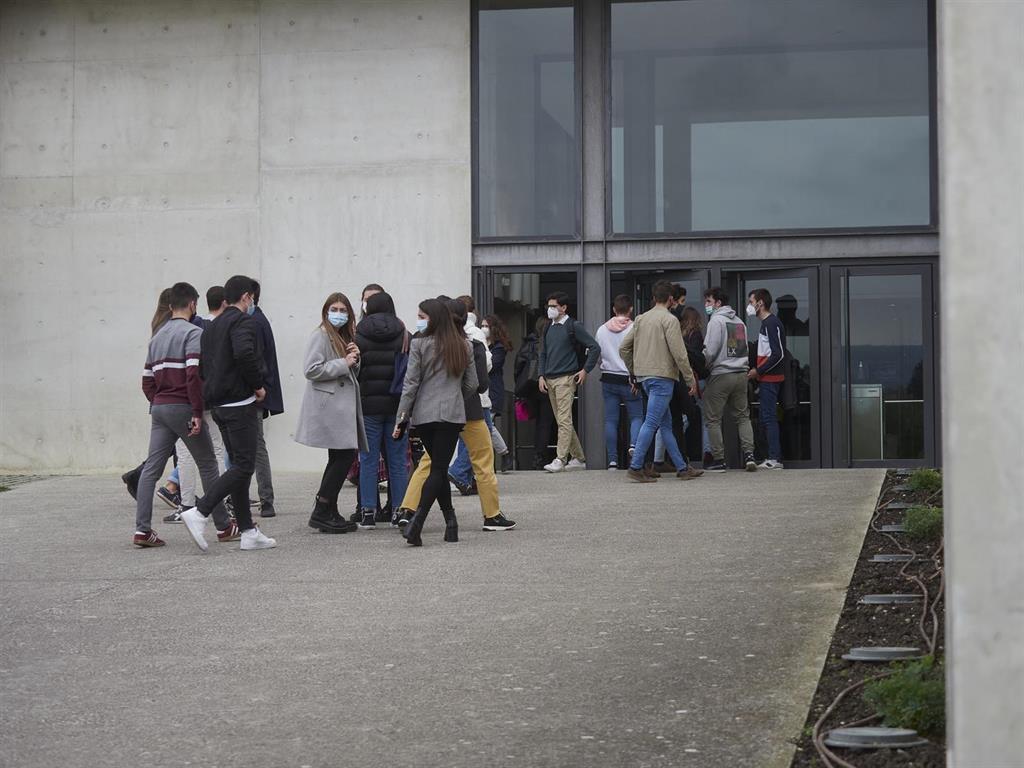 Cantabria no cierra nuevas aulas por Covid y se mantienen en tres las confinadas