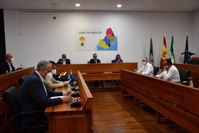 La presidenta de la Diputación de Cádiz, Irene García, durante el encuentro con la Mancomunidad de municipios del Campo de Gibraltar.