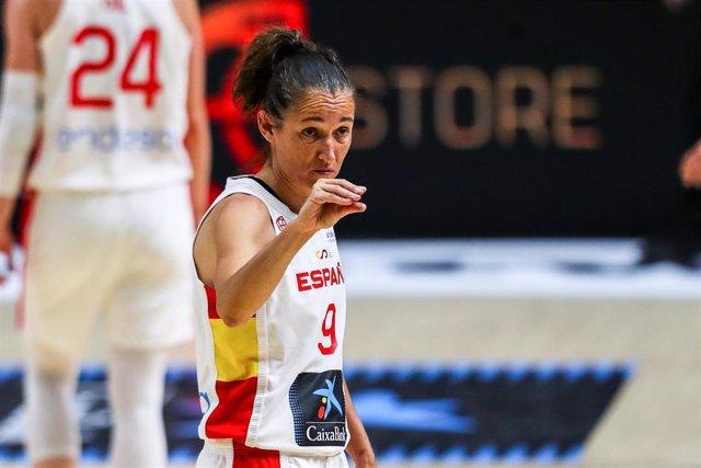 Laia Palau durante un partido de la selección femenina de baloncesto