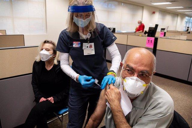 Archivo - Vacunación contra el coronavirus en Estados Unidos