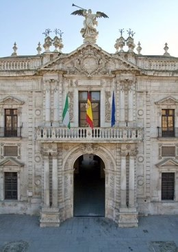 Archivo - Imagen de archivo de la fachada del Rectorado de la Universidad de Sevilla