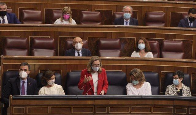 La ministra de Asuntos Económicos y Transformación Digital, Nadia Calviño, interviene en una sesión de control al Gobierno, a 26 de mayo de 2021, en el Congreso de los Diputados, Madrid, (España). La crisis diplomática abierta con Marruecos, los planes de