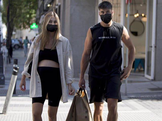 Javier Tudela y Marina Romero, de compras hace escasos días