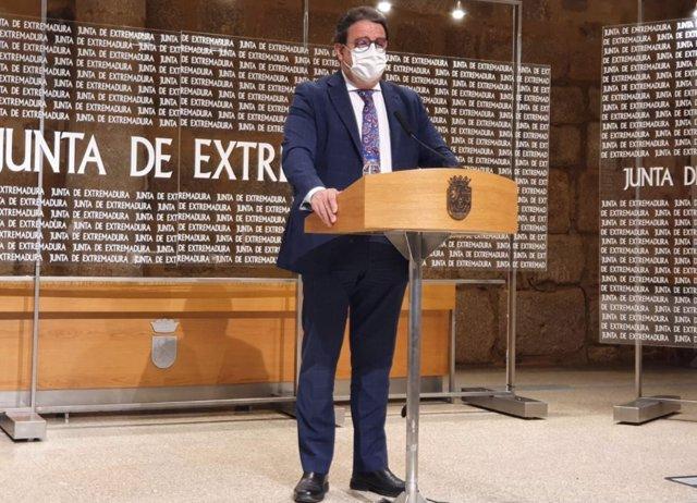 Imagen de archivo del vicepresidente segundo de la Junta y consejero de Sanidad, José María Vergeles, en rueda de prensa