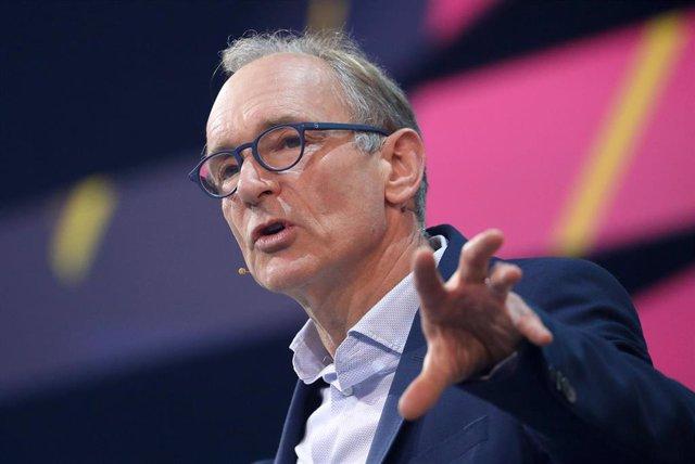Archivo - El ingeniero británico y creador de la WWW, Tim Berners-Lee, habla durante la feria Digital X en Colonia el 29 de octubre de 2019.