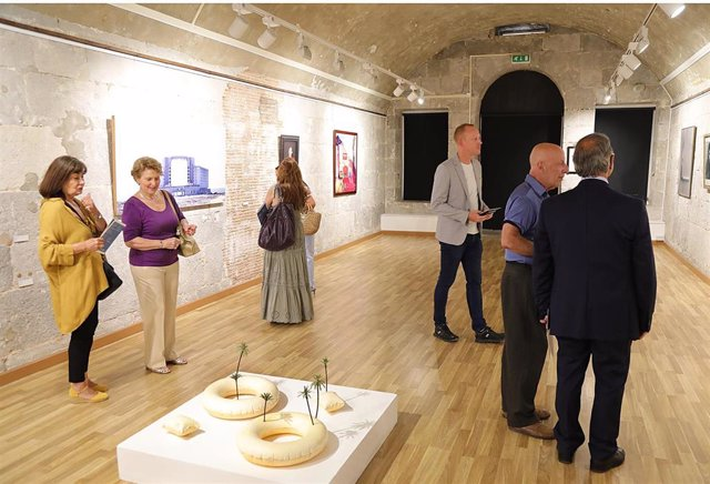 Inauguración de la exposición 'Vientos de Poniente'.