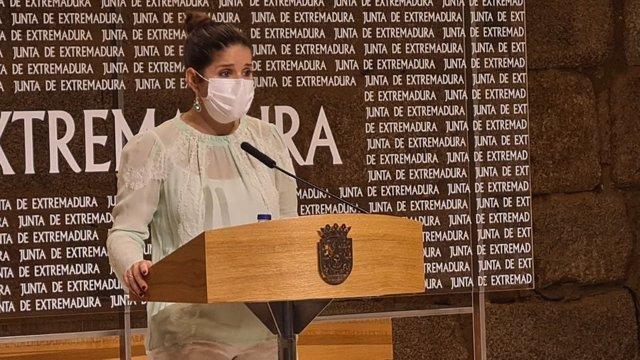 La consejera de Igualdad y portavoz de la Junta de Extremadura, Isabel Gil Rosiña, en rueda de prensa tras el Consejo de Gobierno autonómico