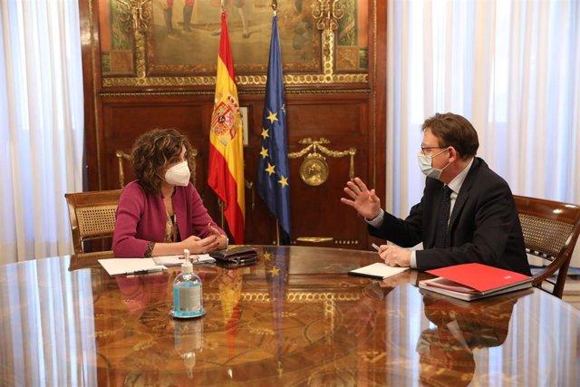 Archivo - La ministra de Hacienda, María Jesús Montero, durante un encuentro con el presidente de la Generalitat valenciana, Ximo Puig, en la sede ministerial, en Madrid (archivo).