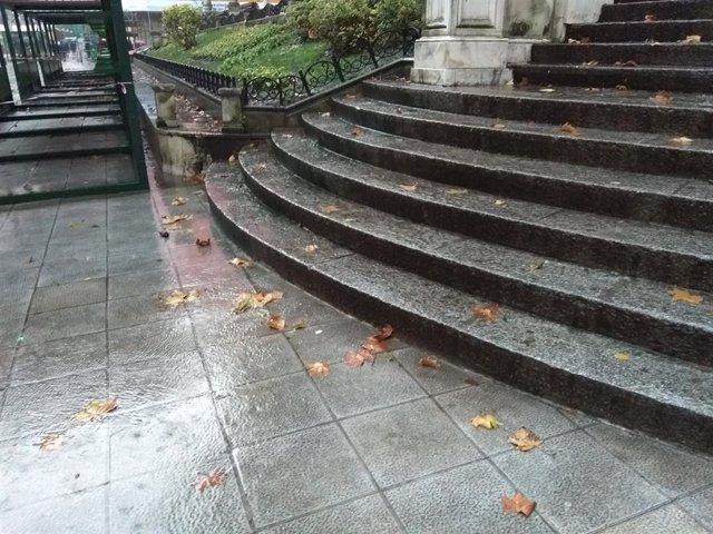 Archivo - LLuvia intensa en Bilbao (archivo)