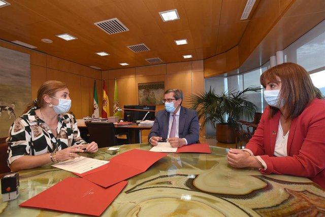Firma de un convenio entre la Diputación y Cruz Roja