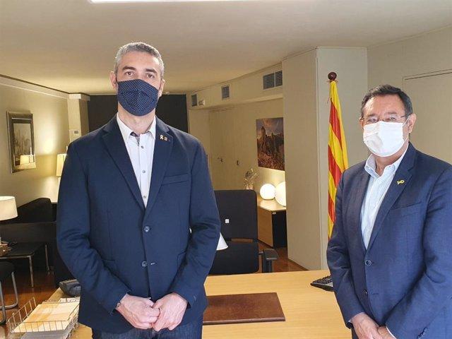 El nuevo delegado del Govern en Lleida, Bernat Solé, junto a su predecesor en el cargo, Ramon Farré.