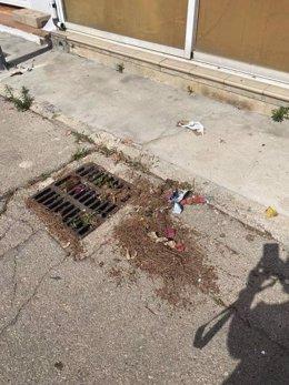 Suciedad en la calle en Alcúdia.