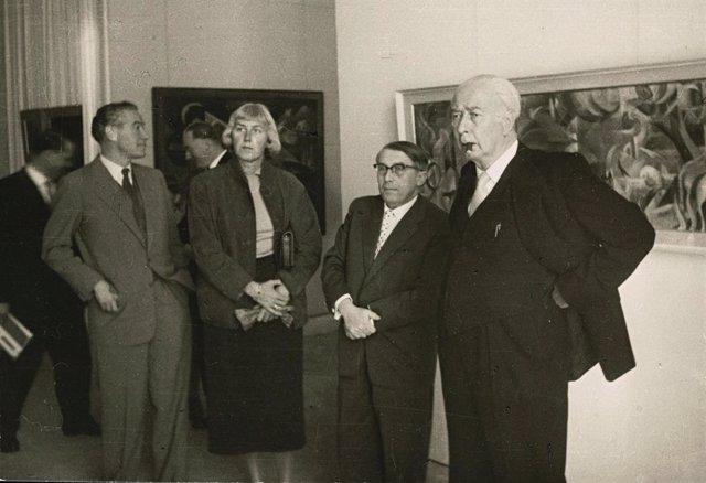 Federal President Theodor Heuss at documenta 1, 1955
