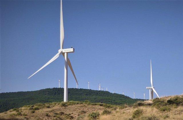 Aerogeneradores en el parque eólico de Puylobo, en Zaragoza