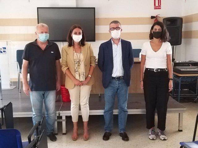 La delegada de Educación y Deporte de la Junta en Huelva, Estela Villalba, ha visitado el IES Diego Rodríguez Estrada de San Juan del Puerto.