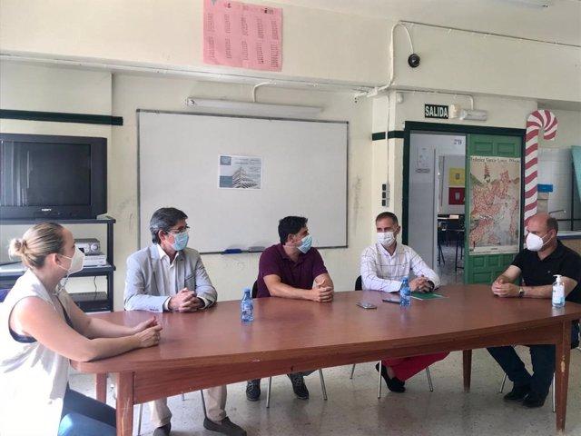 El delegado territorial de Educación visita el IES Virgen del Mar en Adra (Almería)