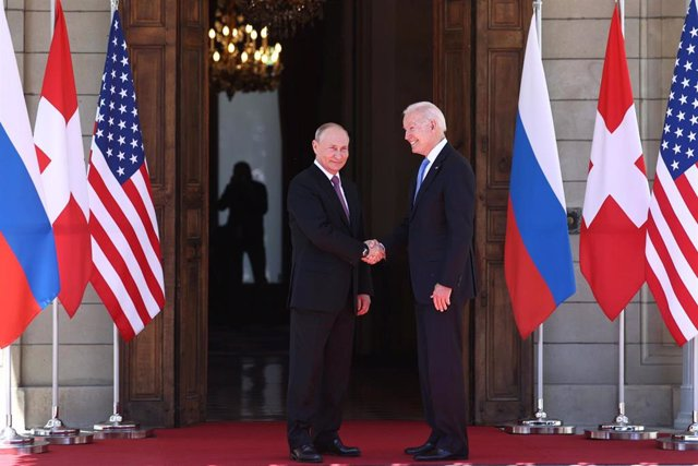Los presidentes de Rusia y Estados Unidos, Vladimir Putin y Joe Biden, respectivamente, en la cumbre bilateral en Ginebra