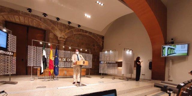 El vicepresidente segundo de la Junta y consejero de Sanidad, José María Vergeles, en rueda de prensa