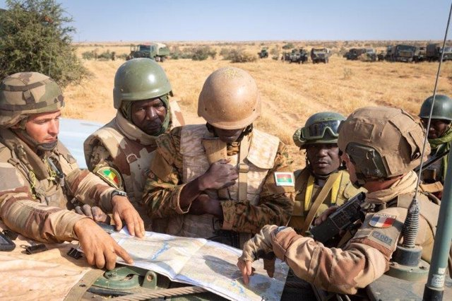Archivo - Militares de Francia coordinándose con efectivos africanos en el marco de la Operación Barkhane
