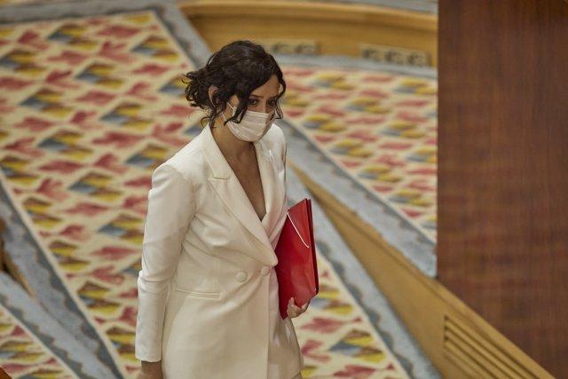 La presidenta en funciones de la Comunidad de Madrid, Isabel Díaz Ayuso, a su llegada a la primera sesión del pleno de su investidura en la Asamblea de Madrid