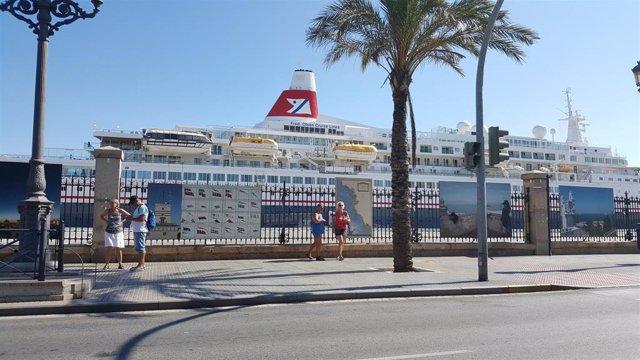Archivo - Crucero en el muelle de Cádiz