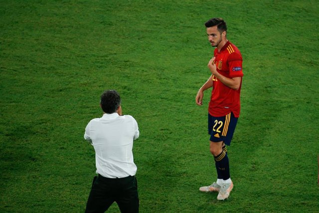 Luis Enrique, head coach of Spain, talks to Pablo Sarabia of Spain during the UEFA EURO 2020 Group E football match between Spain and Sweden at La Cartuja stadium on June 14, 2021 in Seville, Spain.