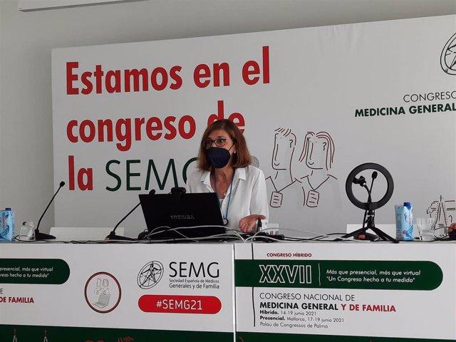 La responsable del Grupo de Vacunas de la SEMG y médico, Isabel Jimeno Sanz, durante la rueda de prensa.