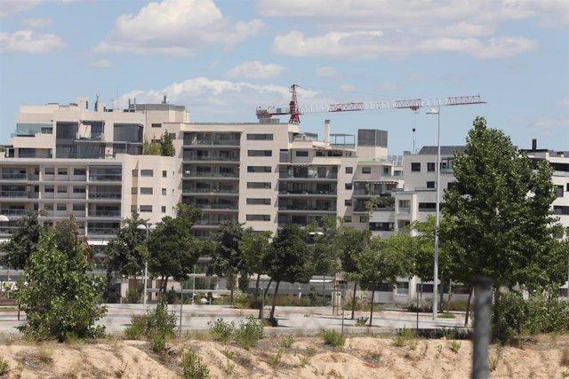 Archivo - Edificio en construcción en Madrid