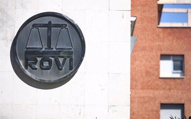 Archivo - Logo de los Laboratorios Farmacéuticos Rovi en sus oficinas