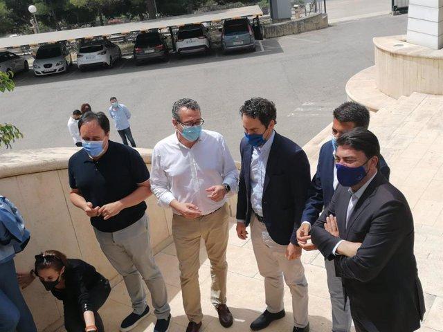 Pérez conversa con García Egea junto a Mazón y Barcala