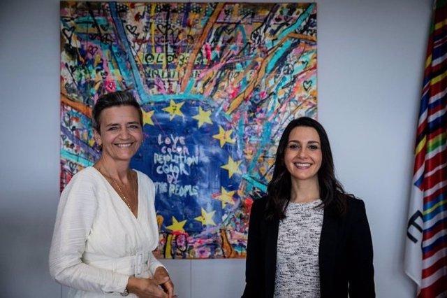 La presidenta de Ciudadanos, Inés Arrimadas, reunida en Bruselas con vicepresidenta de la Comisión Europea Margrethe Vestager.