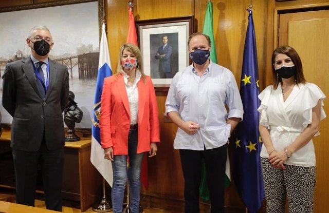 Reunión en las instalaciones de la Autoridad Portuaria de Huelva.