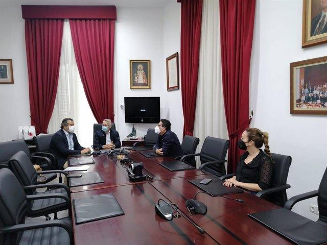 El delegado territorial de Regeneración, Justicia y Administración Local en Huelva, Alfredo Martín, en Bonares.