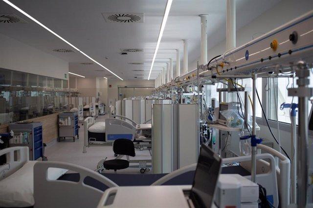 Archivo - Camas de hospital, foto de archivo