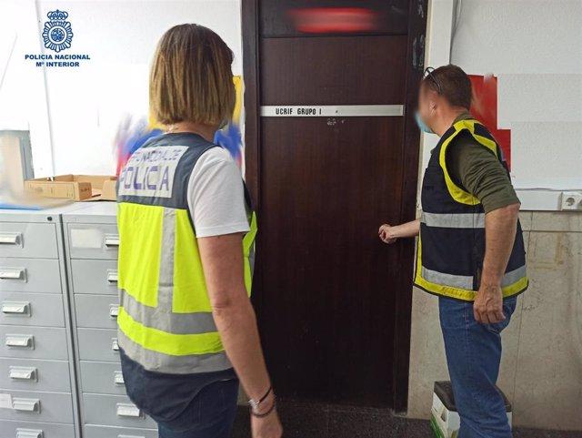 La Policía Nacional detiene a tres personas en Palma por realizar matrimonios de conveniencia.