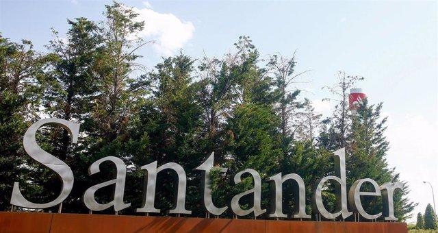 Archivo - Banco Santander. Ciudad Grupo Santander, en Boadilla del Monte.