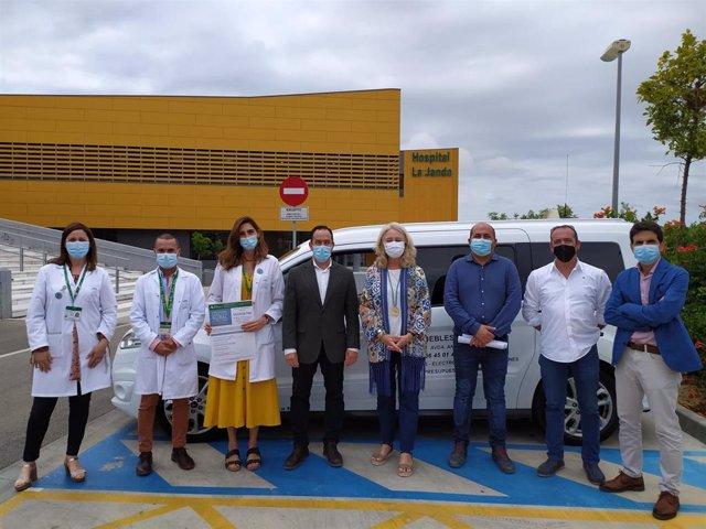 La delegada territorial de Fomento, Infraestructuras y Ordenación del Territorio de la Junta en Cádiz, Mercedes Colombo, durante su visita al Hospital de La Janda.