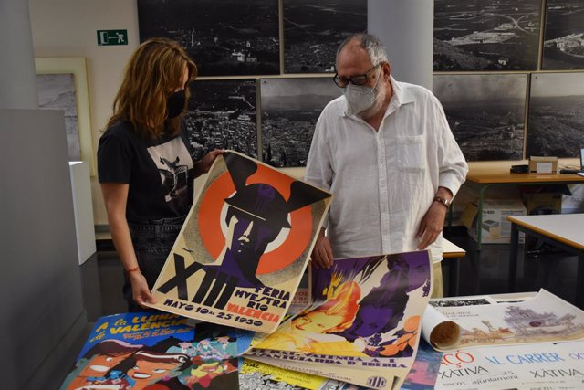 Donación del documentos al Ayuntamiento de Xàtiva