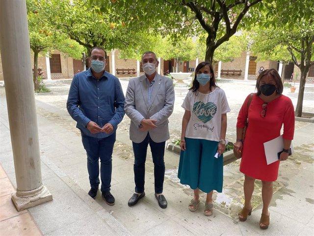 El delegado territorial de Educación y Deporte de la Junta en Cádiz, Miguel Andréu, durante su visita al IES El Convento.