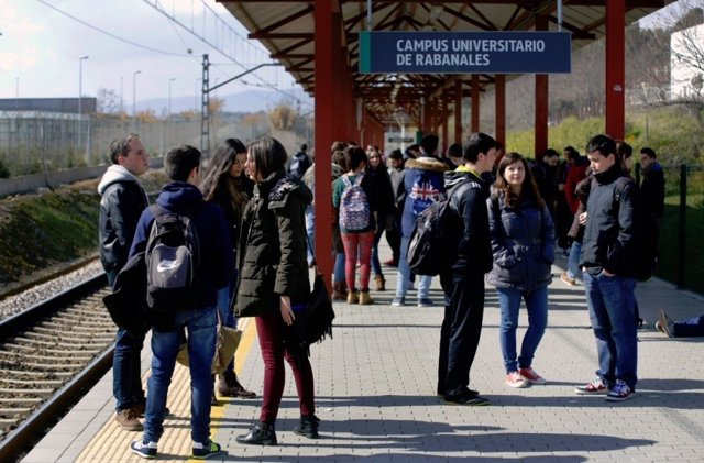 Archivo - El apeadero del Campus de Rabanales, en una imagen de archivo.