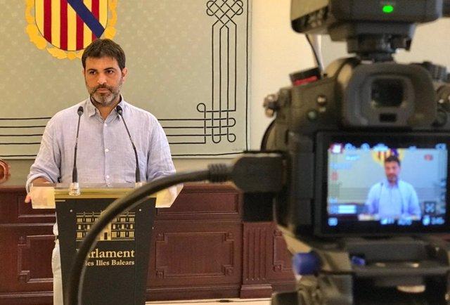 Archivo - El portavoz adjunto de MÉS per Mallorca en el Parlament balear, Josep Ferrà.