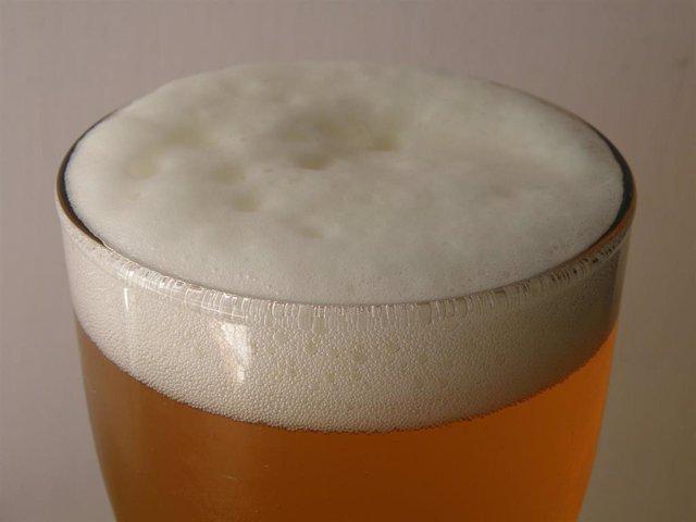 Archivo - La espuma de la cerveza es un coloide en el que partículas de gas, las burbujas, se encuentran dispersas en un medio líquido.