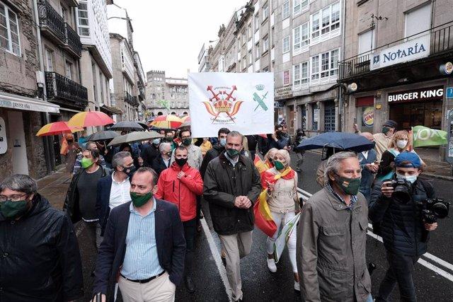 El secretario general de Vox, Javier Ortega Smith, participa en una manifestación en protesta contra la ley de transferencia de las competencias de tráfico a Galicia