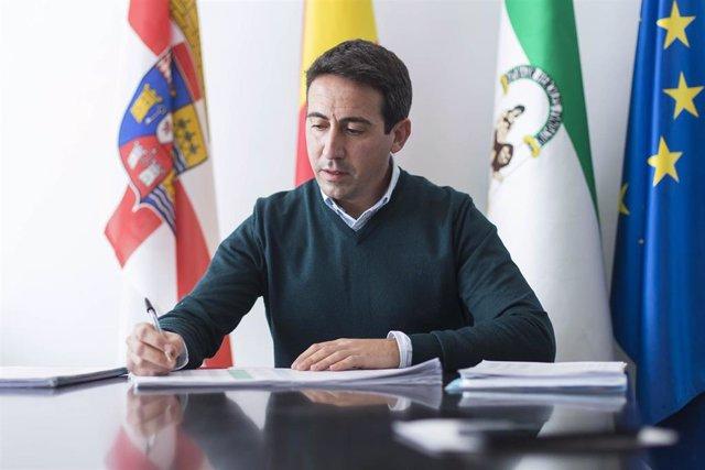 Archivo - El exvicepresidente tercero y exdiputado provincial de Fomento de la Diputación de Almería, Óscar Liria, en una imagen de archivo