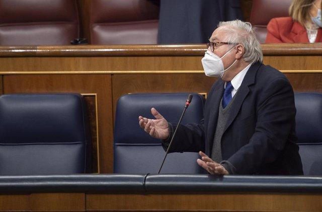 Arxiu - El ministre d'Universitats, Manuel Castells, al Congrés dels Diputats.