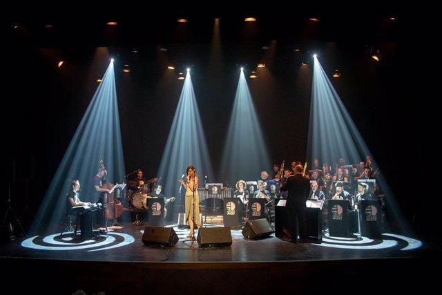 Aurora Garcúa y la Jaén Jazzy Big Band