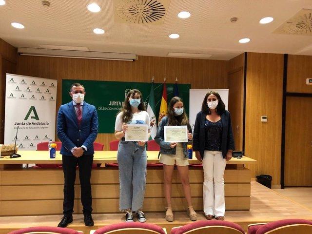 Entrega en Huelva de los premios del concurso de dibujo y pintura 'Educaves'.