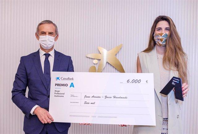 CaixaBank otorga a June Arrieta el 'Premio A Mujer Profesional Autónoma' por su emprendimiento